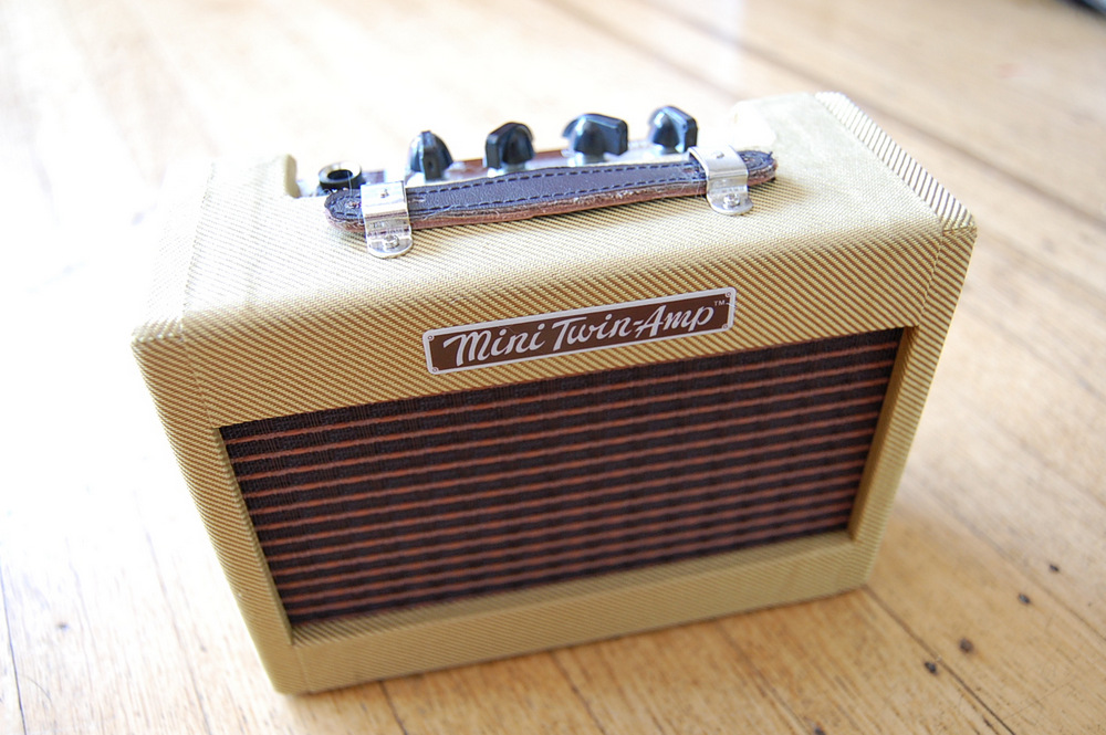 Fender-Mini-57-Twin-Amp